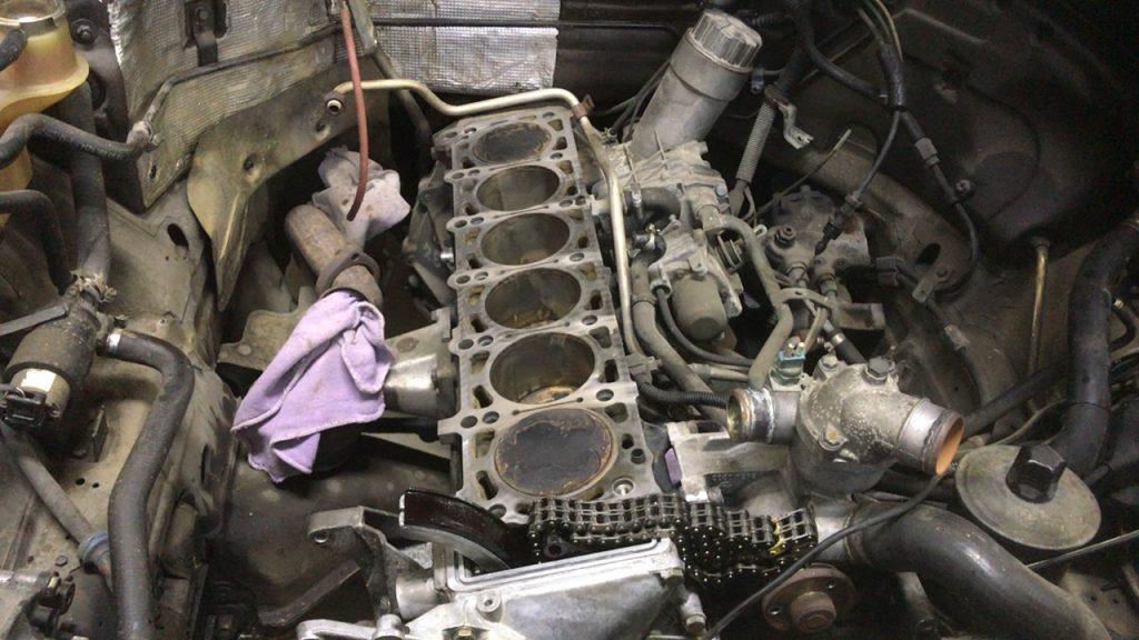 ベンツW124オイル漏れでヘッドガスケット交換