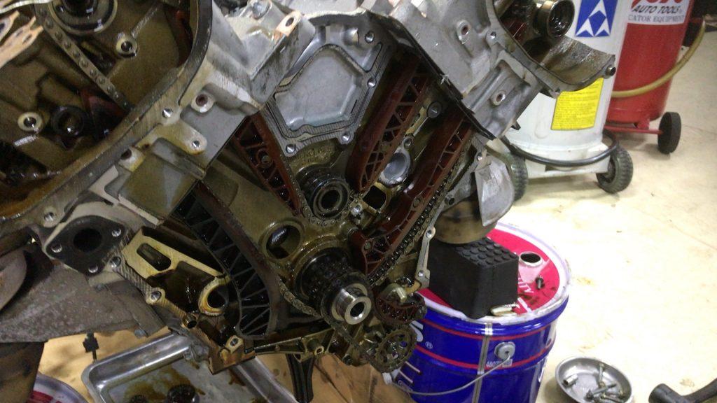 ベンツエンジン警告灯が点灯でバランスシャフト交換