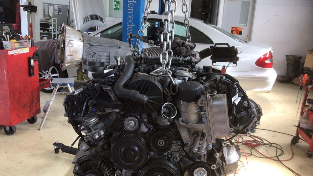 ベンツエンジン警告灯点灯でバランスシャフト交換