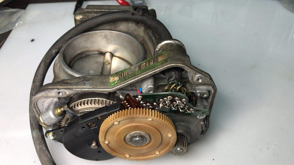 ベンツW124エンジン不調で現物修理